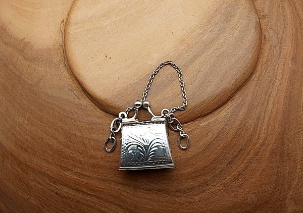 Item 113SP Silver pendant bag to open